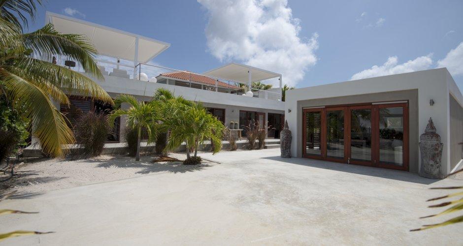 Uitbreiding luxe woning Curacao door IHC architects