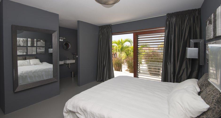 Ontwerp slaapkamer luxe villa Curacao Boca Gentil, door IHC architects