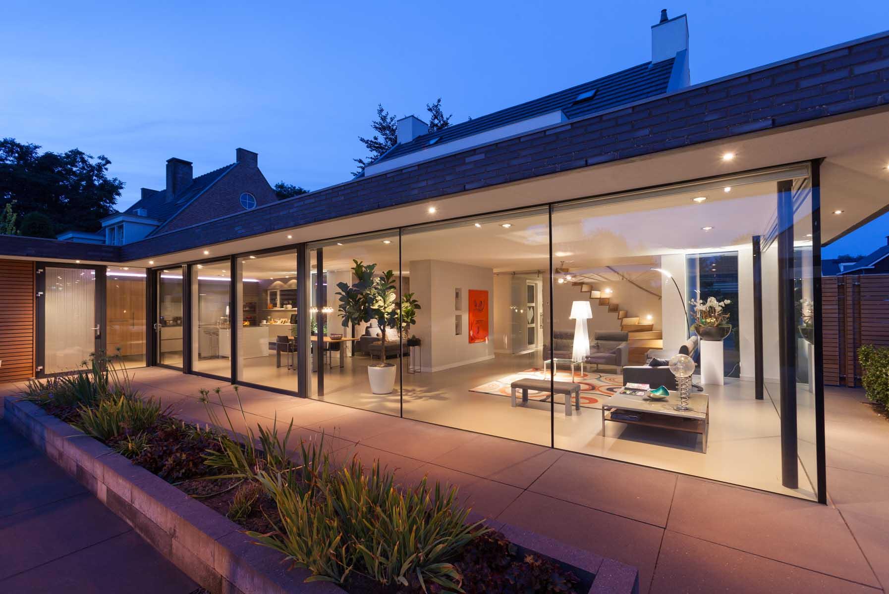 Glazen Pui Woning : 07 verbouwing woning best avond glazen pui licht living architectuur